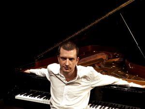 Елецкий Михаил (фортепиано)