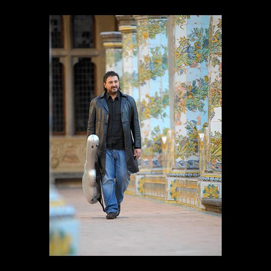 Один из величайших гитаристов современности Аниелло Дезидерио  (Италия)