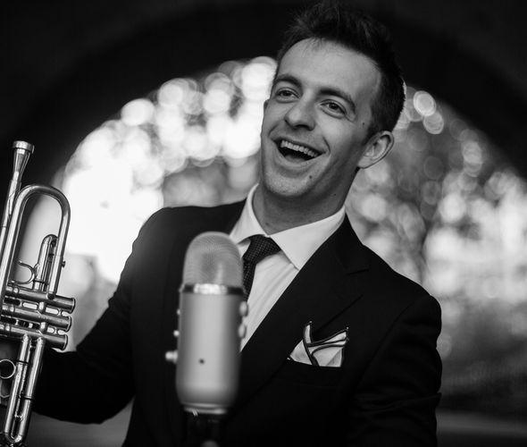 Бенак Бенни III (труба, вокал)